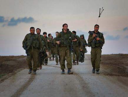 לוחמים צועדים (צילום: David Silverman, GettyImages IL)