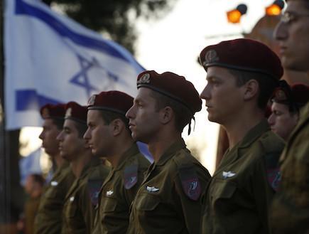 חיילי צנחנים בטקס צבאי