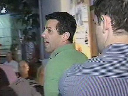 התפרצות בנאום ברק (צילום: חדשות 2)