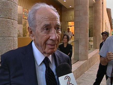 הנשיא פרס מתערב במחאה (צילום: חדשות 2)