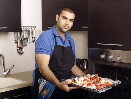 אלקנה מבשל היון (צילום: נעם וינד)