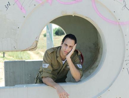 """חייל מיואש בטרמפיאדה (צילום: עודד קרני, פז""""ם)"""