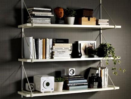 שבוע הספר-IKEA_EKBY GALLO יחידת צד לקיר לבן ו JARPEN EKBY מדף לבן_