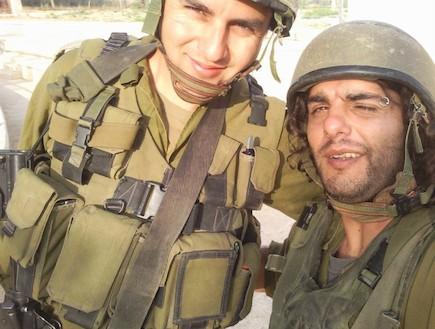חיילי מילואים עם אפודים וקסדות (צילום: מיכאל גרשקוביץ)