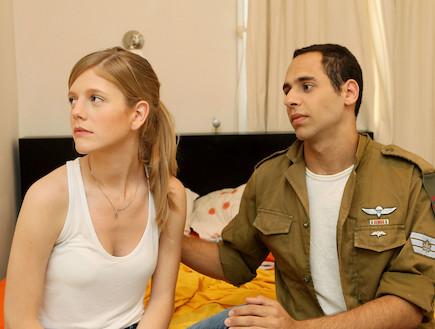 """חייל מתוסכל וחברה שלו עצובה  (צילום: עודד קרני, פז""""ם)"""
