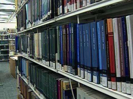 גנב ממבקרי הספרייה. ארכיון