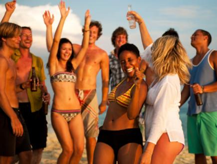 מסיבת חוף (צילום: Rawpixel, Istock)