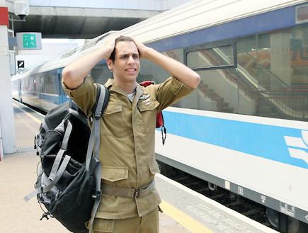 """חייל ברכבת (אילוסטרציה) (צילום: עודד קרני, פז""""ם)"""