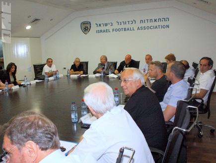 ישיבת הנהלת ההתאחדות לכדורגל (יניב גונן) (צילום: מערכת ONE)