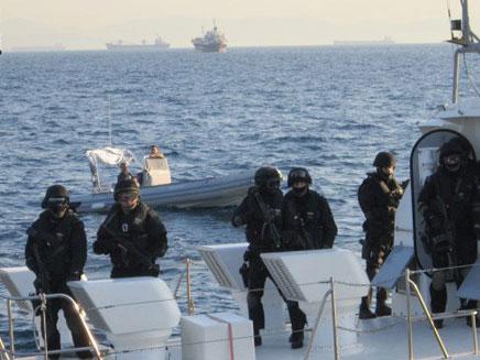 הקומנדו היווני על הספינה האמריקאית (צילום: חדשות 2)