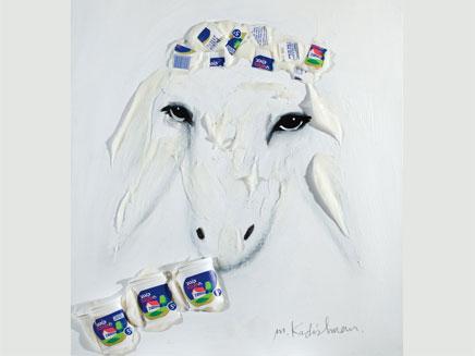 """קדישמן, הכבשה והקוטג' (צילום: גלרית """"מצארט"""")"""