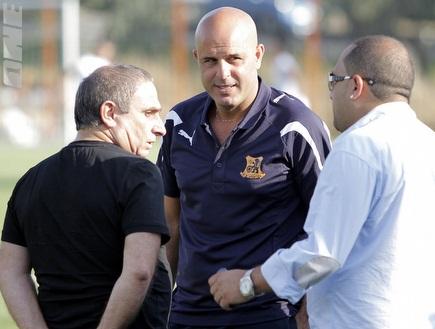 אבוקסיס עם דמאיו. המאמן יחליט (יוסי ציפקיס) (צילום: מערכת ONE)