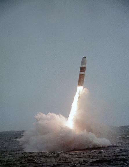 טיל בליסטי המשוגר מצוללות (צילום: צבא ארצות הברית, ויקיפדיה)
