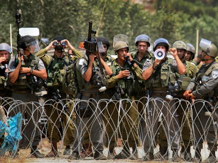 """כוחות צה""""ל, אתמול בגדה (צילום: AP)"""