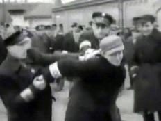 שוטרים - או נאצים? מתוך הסרטון (צילום: חדשות 2)