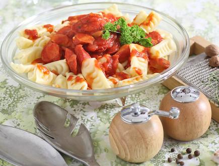 פסטה עם עגבניות ונקניקיות - מוכן (צילום: אסף רונן)
