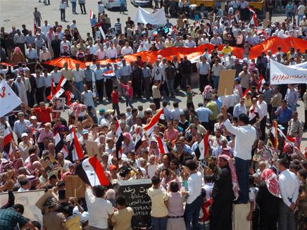 הפגנות בסוריה (צילום: AP)
