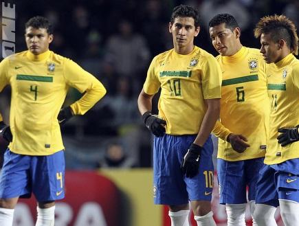 שחקני ברזיל המיואשים. לא כולם יגיעו למשחק (רויטרס) (צילום: מערכת ONE)