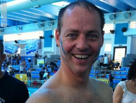 חבר הכנסת יוחנן פלסנר מחויך במהלך התחרויות (אהרון איסרס) (צילום: מערכת ONE)
