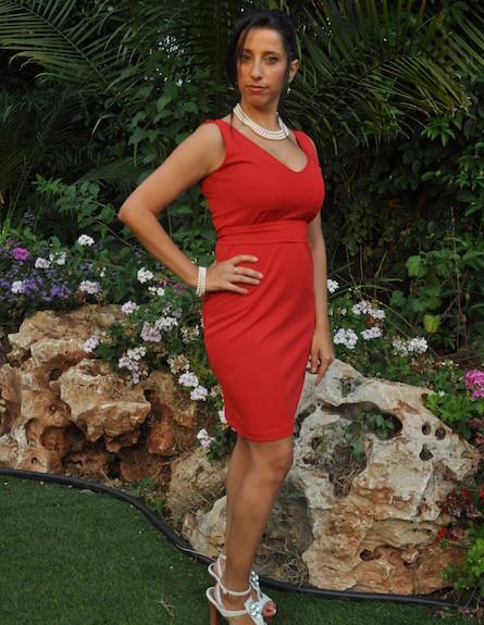 עטרה בשמלה אדומה - ניתוחים פלסטיים (צילום: תומר ושחר צלמים)