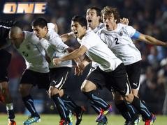 אורוגוואי חוגגת. תעשה זאת במשחק האחרון? (רויטרס) (צילום: מערכת ONE)