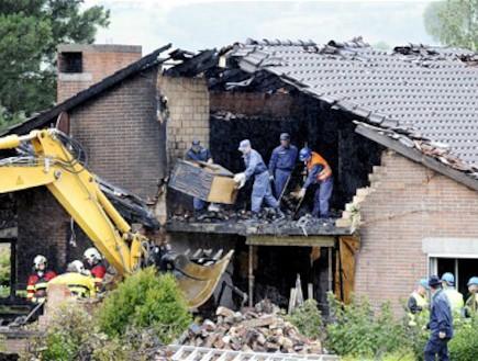 התרסק עם מטוס לבית אמו (צילום: Telegraph)