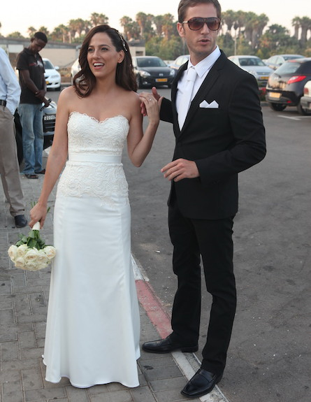 החתונה של אפרת אברמוב - חתונה אפרת אברמוב, אפרת ובעלה (צילום: ראובן שניידר)