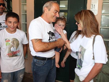 ישראל בונדק משתחרר מהכלא (צילום: ראובן שניידר)