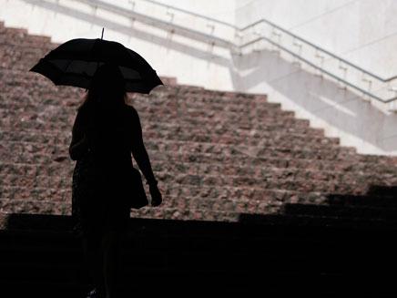 משחק קטלני במטריה. אילוסטרציה (צילום: רוייטרס)