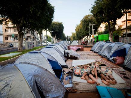 """""""גם המחאה דורשת משאבים"""" (צילום: AP)"""