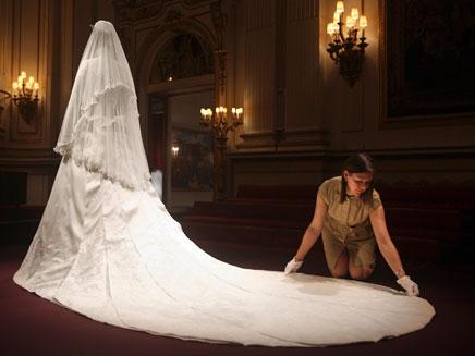 השמלה המלכותית של קייט (צילום: רוייטרס)