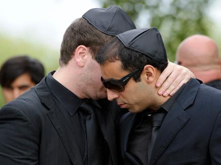 אבלים בלווית איימי ויינהאוס (צילום: חדשות 2)