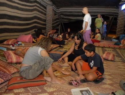 פנים האוהל חאן השיירות - אוהלים בארץ