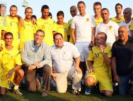 דן אדלר ואדם לוין עם השחקנים (יניב גונן) (צילום: מערכת ONE)