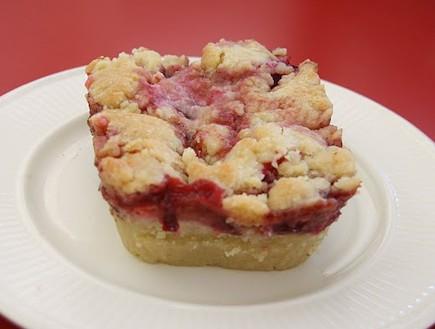 עוגת שזיפים, טעימא (צילום: מנחה נופה)