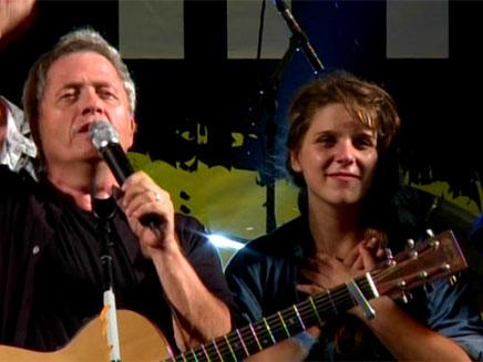 שלמה ארצי עם דפני ליף על הבמה (צילום: חדשות 2)