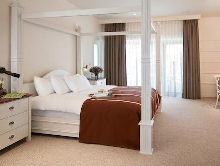 המיטה בסוויטה הנשיאותית של מלון הרודס (יח``צ: איה בן עזרי,  יחסי ציבור )