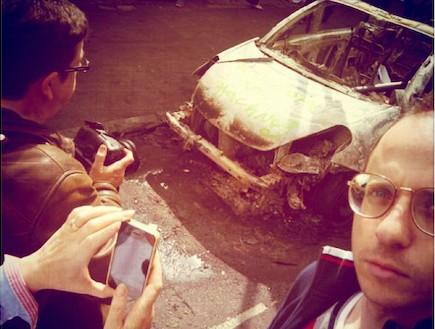 מכונית שרופה במהומות לונדון (צילום: נמרוד קמר)