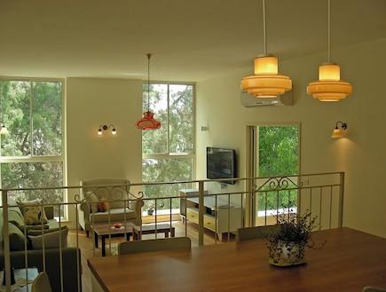 מבט לסלון אחרי שיפוץ - מעיין מנור (צילום: מעיין מנור)