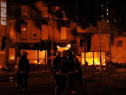 לונדון עולה באש. השפיע גם על הטוטו (רויטרס) (צילום: מערכת ONE)