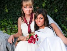 זוג נשים לסביות בחתונתן (צילום: Darren Mower, Istock)