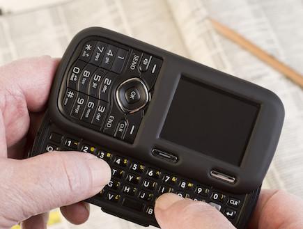 טלפון נייד עם מקלדת פיזית (צילום: istockphoto)