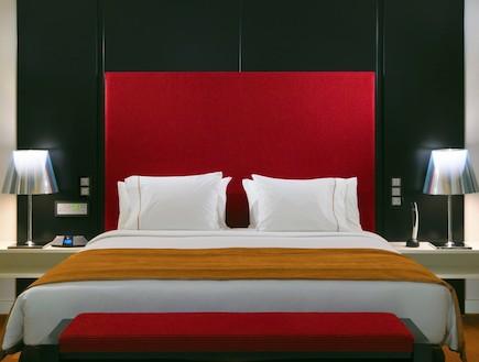 מיטת king במלון שרתון  (יח``צ: Matthias Hamel,  יחסי ציבור )