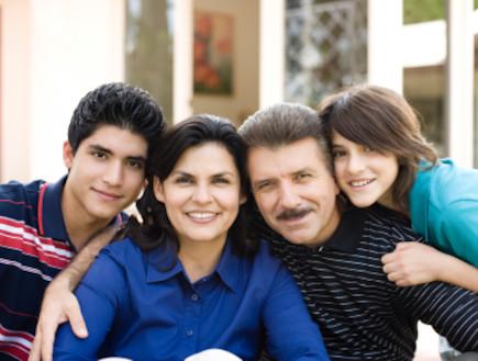 משפחה (צילום: Aldo Murillo, Istock)