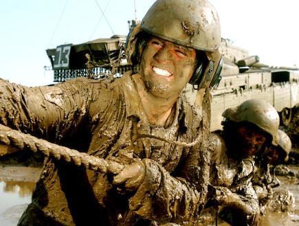 """חיילים בבוץ (צילום: אתר צה""""ל)"""