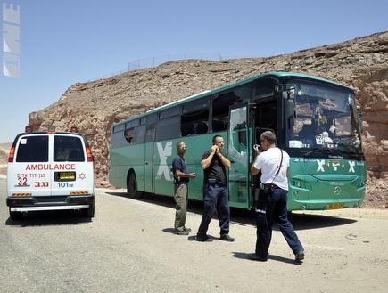 האוטובוס המחורר בדרום (רויטרס) (צילום: מערכת ONE)