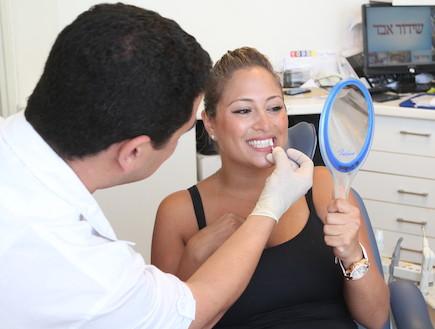 ליהיא גרינר סיימה טיפול שיניים (צילום: אלעד דיין)
