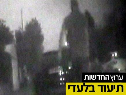 """שוטרי יחב""""ל משתלטים על אביב אבוטבול (צילום: חדשות 2)"""