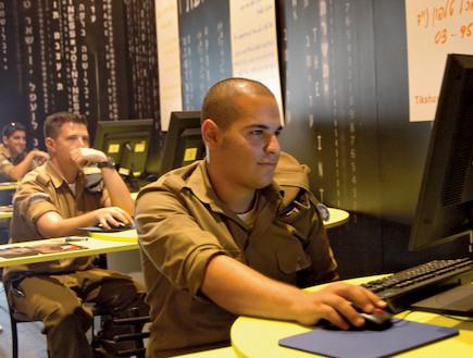 חיילים (צילום: דן קינן, במחנה)