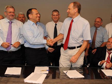 הרופאים והאוצר חתמו על הסכם (צילום: ששון תירם)